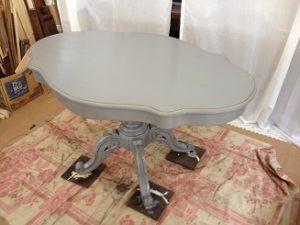 フランスアンティーク家具ダイニングテーブルの修理。脚と天板の木部修理、リペイント(アンティーク仕上げ)4