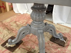 フランスアンティーク家具ダイニングテーブルの修理。脚と天板の木部修理、リペイント(アンティーク仕上げ)5