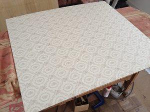 アンティーク家具グラスキャビネットの修理。クロス張替(背の布地交換)3