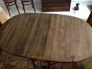 イギリスアンティーク家具ゲートレッグテーブルの修理。天板再塗装(塗り替え、塗り直し)2