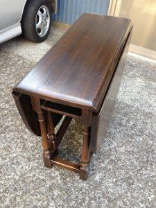 イギリスアンティーク家具ゲートレッグテーブルの修理。天板再塗装(塗り替え、塗り直し)3