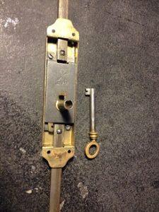 フランスのアンティーク鍵(シリンダー)の修理・修復と鍵の製作。アンティーク家具の修理、修復、カスタムの実例ご紹介!! 1
