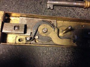 フランスのアンティーク鍵(シリンダー)の修理・修復と鍵の製作。アンティーク家具の修理、修復、カスタムの実例ご紹介!!2