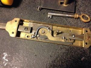 フランスのアンティーク鍵(シリンダー)の修理・修復と鍵の製作。アンティーク家具の修理、修復、カスタムの実例ご紹介!!4