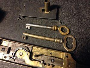 フランスのアンティーク鍵(シリンダー)の修理・修復と鍵の製作。アンティーク家具の修理、修復、カスタムの実例ご紹介!!5