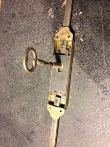 フランスのアンティーク鍵(シリンダー)の修理・修復と鍵の製作。アンティーク家具の修理、修復、カスタムの実例ご紹介!!6