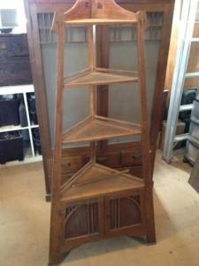 アンティークのコーナーシェルフ(棚)の締め直し、再塗装の実例1