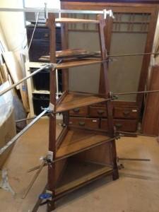 アンティークのコーナーシェルフ(棚)の締め直し、再塗装の実例5