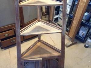 アンティークのコーナーシェルフ(棚)の締め直し、再塗装の実例7