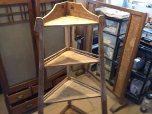 アンティークのコーナーシェルフ(棚)の締め直し、再塗装の実例8