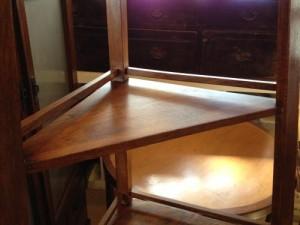 アンティークのコーナーシェルフ(棚)の締め直し、再塗装の実例10
