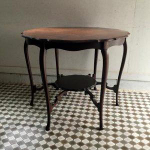 アンティーク マホガニーのラウンドテーブル/ティーテーブル/イギリス G13 です。