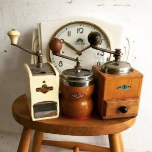 アンティーク新入荷近日アップ分です!時計とコーヒーミル!!